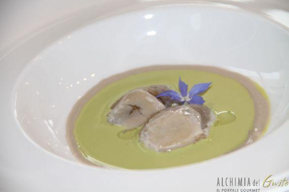 Ostriche tiepide affumicate su crema di pistacchio ed olio al ginepro