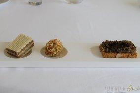 Wafer di foie gras e nocciola – finto oliva ascolana con mandorla croccante – cialde alle alghe