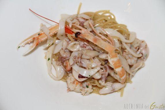 Bavette sul pesce – Piatto Storico Pasta risottata con scampetti, totanini, seppiette e gamberetti biondi