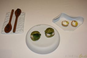 Piccole Entrèe di benvenuto: Tartelletta di riso Bignè con corallo di astice e lardo Fusione di zenzero e cardamomo