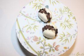 Macarons salvia e rosmarino e fegatini di piccione e fave di cacao