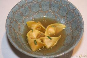 Ravioli farciti con gambero rosso di Sicilia ed il loro consommè