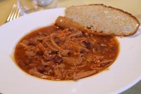 Passione Gourmet: La tradizionale trippa di foiolo in umido con fagioli di saluggia. Forse un po troppo saporita ma si rivelera piacevolmente digeribile
