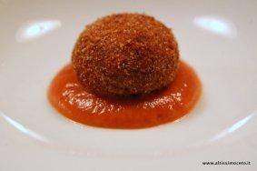 ViaggiatoreGourmet: Mondeghili alla milanese in salsa di pomodoro